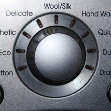 Come funziona la lavatrice: pulsanti e programmi per imparare a usarla